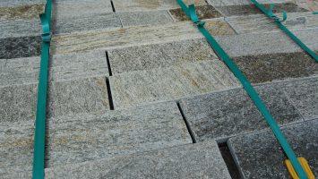 Simli kayrak taşları